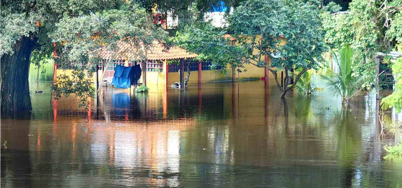 洪水物资航空救援