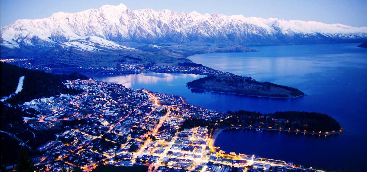 搭乘私人包机到达新西兰皇后镇机场