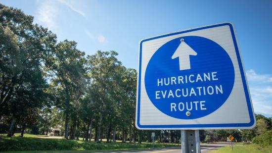 """艾尔环球应对飓风""""多里安"""""""