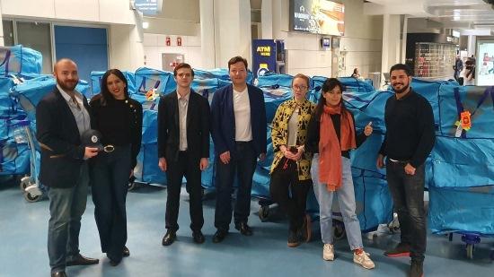 艾尔环球调动25名航空专递员运送五吨手提货
